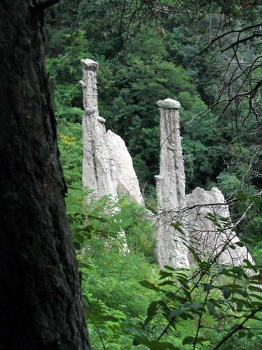 פירמידות האדמה של סוגונצאנו, איטליה