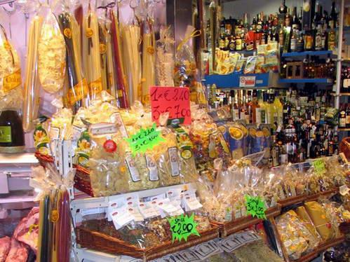 מעדני פירנצה בשוק המקורה, איטליה