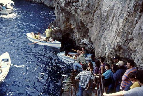 הכניסה למערה הכחולה, קאפרי, דרום איטליה