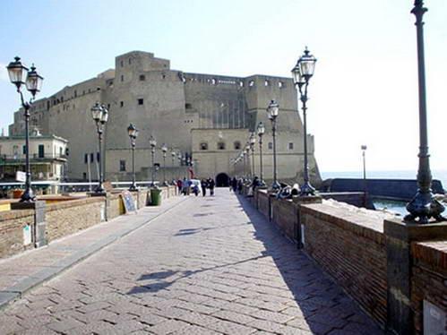 מבצר הביצה של נאפולי, דרום איטליה