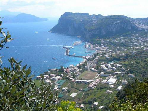חופי קאפרי והכפר אנאקאפרי, דרום איטליה
