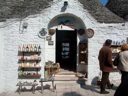 בית טרולי שהפך לחנות מזכרות, דרום איטליה
