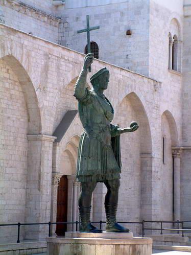 פסל קולסוס ברלטה, הקיסר האלמוני, בארלטה