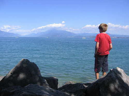 אגם גארדה והרי האלפים ברקע, איטליה