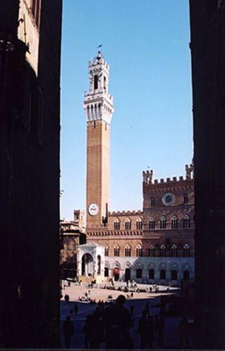 ארמון פובליקו עם מגדל פעמונים, סיינה, איטליה