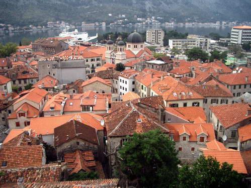 גגות העיר העתיקה של קוטור