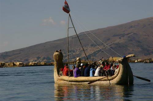 סירות הטוטורה גומא באגם טיטיקקה, פרו