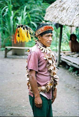 שאמאן משבט אורארינה באגן האמזונס, פרו