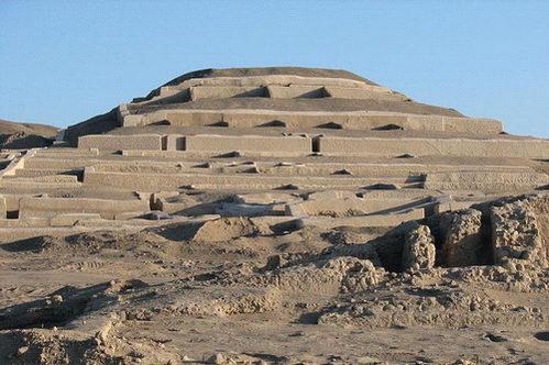 פירמידת לבני בוץ בפאצ'קאמאק, קוי נאסקה, פרו