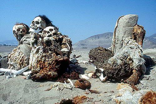 מומיות בבית הקברות צ'אוצ'ילה בנאסקה, פרו