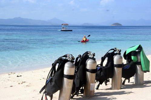 לקראת צלילה במי התכלת של הפיליפינים