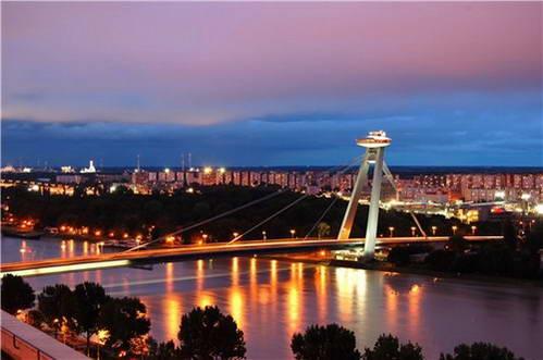 הגשר החדש על נהר הדנובה בברטיסלבה