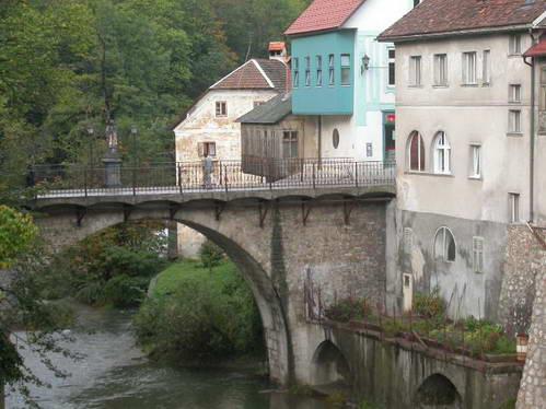 סלובניה, שקופיה לוקה, הגשר העתיק