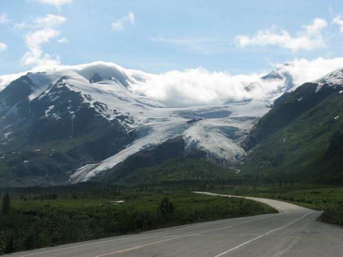 קרחון וורתינגטון המתפצל לשניים