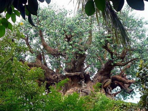 עץ החיים, למעלה ממאה אלף עלים מלאכותיים