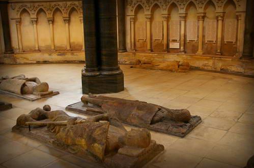 פסלי האבירים הטמפלרים בכנסיית הטמפלרים, לונדון