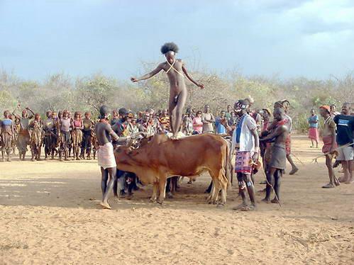 גבר בן שבט האמר בטקס האוקולי, אתיופיה