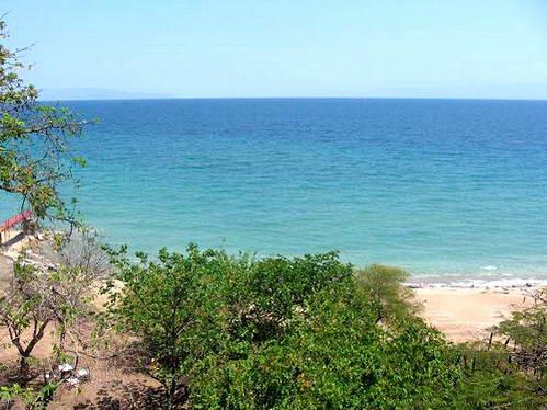 לבורונדי אין מוצא לים - אבל מי צריך ים כשיש את אגם טנגנייקה?