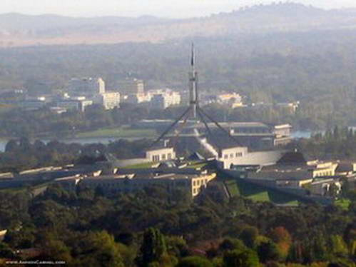 בית הפרלמנט החדש כפי שנשקף מראש הר איינסלי