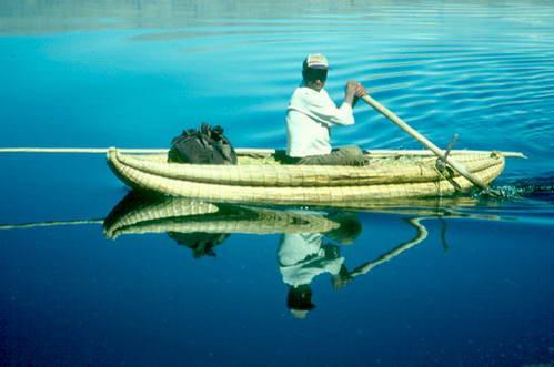 שייט באסדת גומה-טוטרה באגם טיטיקקה בבוליביה