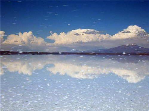 השתקפות עננים במדבר המלח, אשליות אופטיות בסלאר, צילום בסלאר, בוליביה
