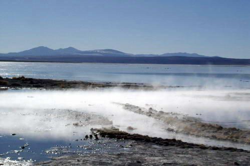 מעיינות חמים במדבר הסלאר בבוליביה