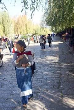 נאש'י בלבוש נשי מסורתי אמיתי