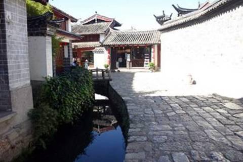 רחובות האבן ותעלות המים של ליג'יאנג העתיקה