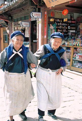 נשות הנאש'י בתלבושתן המסורתית