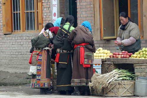 דוכן בשוק העיירה לאנדז'ואו