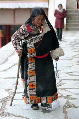 בלבוש מסורתי