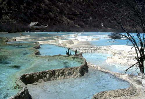טרסות הטרוונטין בשמורת הדרקון הצהוב הואנג-לונג