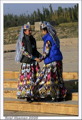 לבוש מסורתי של נשות האויגור