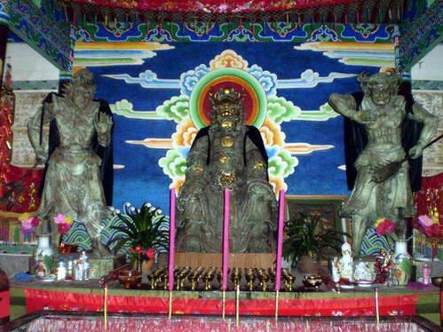 מקדש הדונגבה – דתם של בני המיעוט הנאש'י