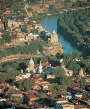 טיביליסי לגדות הנהר מֶטְקְוָואר