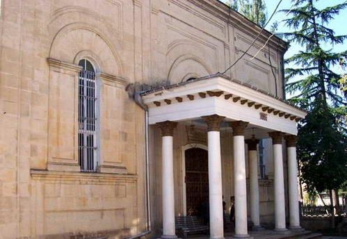 כניסה לבית הכנסת בכותאיסי, גאורגיה