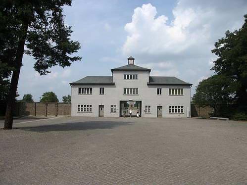 הכניסה למחנה הריכוז זקסנהאוזן, גרמניה