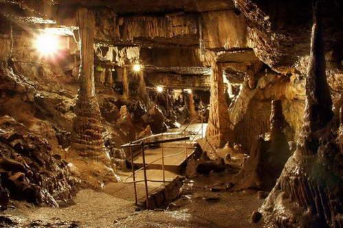מערת Erdmannshöhle- Hasel, עם מעט דמיון תוכלו לראות כאן גמדים