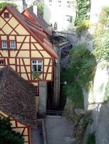 גלגל הטחנה הענק בטירה הישנה במרסברג, גרמניה