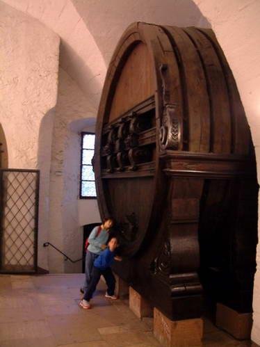 חבית יין ענקית במרתף טירת היידלברג, גרמניה