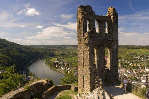 טירת Grevenburg ונהר מוזל, גרמניה
