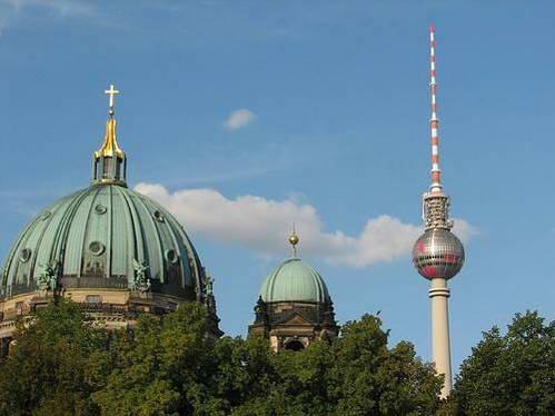 הדום ומגדל הטלויזיה בברלין, גרמניה