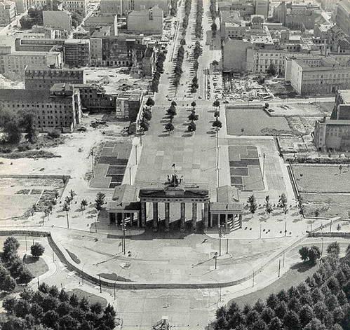 חומת ברלין, שער ברנדנבורג, ושדרות אונטר דר לינדן