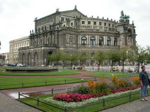 בניין האופרה וכיכר תיאטרפלאץ בדרזדן, גרמניה