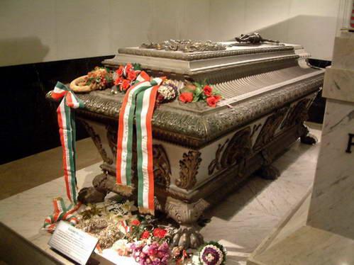 קברה של סיסי בכנסיה הקפוצ'ינית