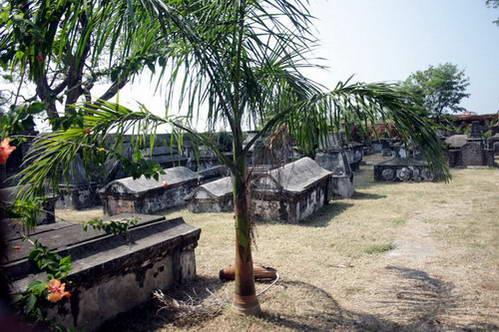 קברים בבית הקברות ההולנדי