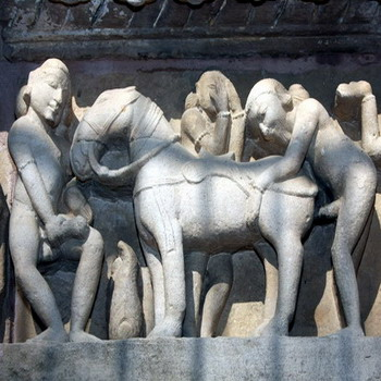 פסלים אירוטיים בהודו, צפון הודו, מקדשי קג'וראהו