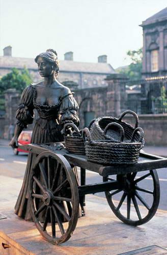 פסל מולי מלון בדבלין, אירלנד