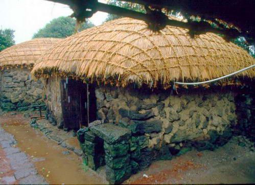 בתים כפריים אופייניים לדרום קוריאה