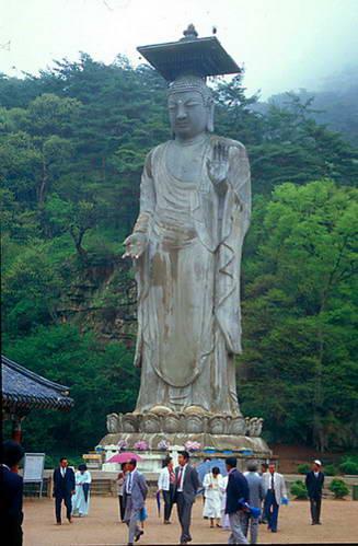 בודהה בגובה 14 מטר בצ'ומג'ו, דרום קוריאה